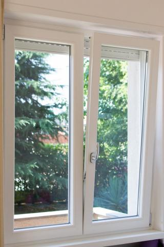 Finestra in pvc a ribalta for Offerta finestre pvc
